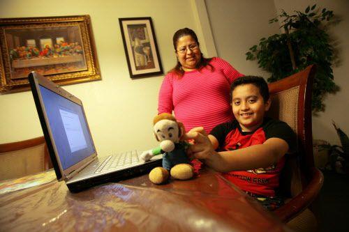 Sofía Ramírez ha aprendido a navegar un complicado sistema para ayudar a su hijo Oscar, quien fue diagnosticado con autismo. BEN TORRES/ESPECIAL PARA AL DÍA