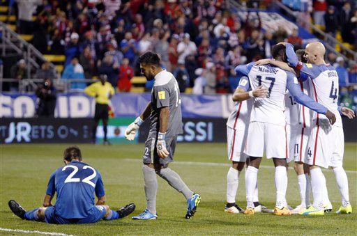 Los jugadores de la selección estadounidense festejan un gol ante Guatemala, en un partido de la eliminatoria mundialista de la CONCACAF/AP