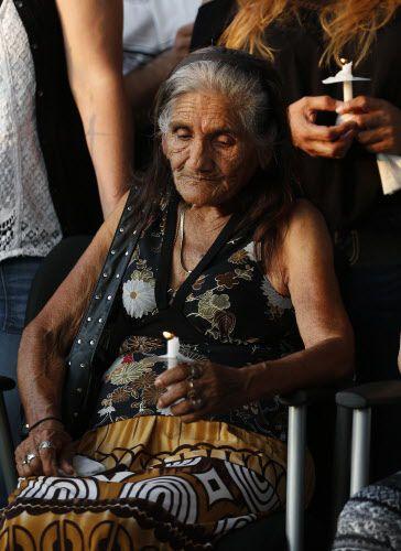 Margarita Reynolds, abuela de Janeera González participa de una vigilia en nombre de la joven fallecida.