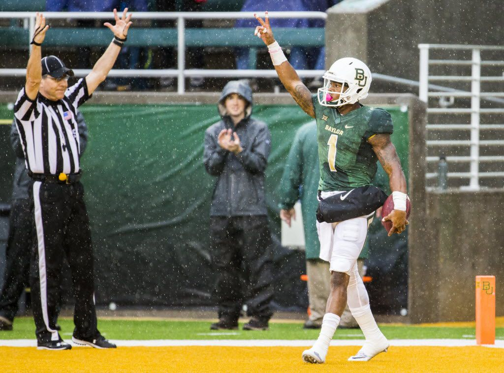 Baylor Bears wide receiver Corey Coleman (1) celebrates after scoring a touchdown during the first quarter of their game against the Iowa State Cyclones on Saturday, October 24, 2015 at McLane Stadium in Waco, Texas.