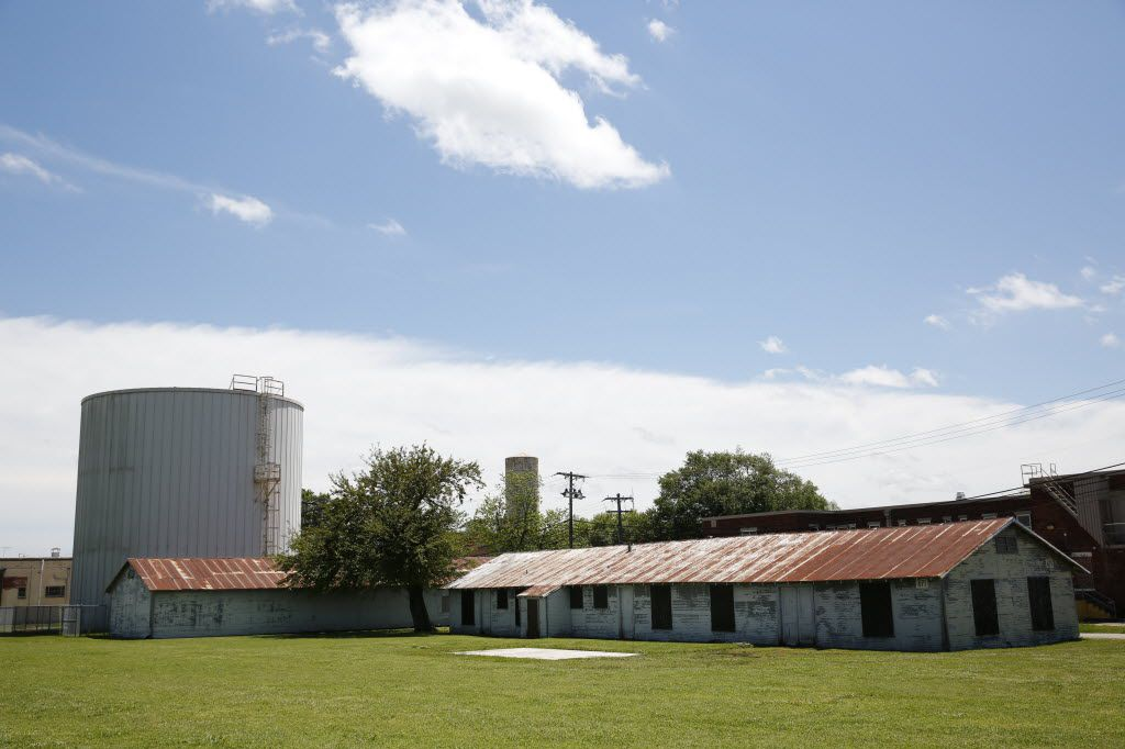 An unused building (left) sits next to the building and silo used for chilling water at the Terrell State Hospital in Terrell, Texas on April 21, 2016. (Rose Baca/The Dallas Morning News)