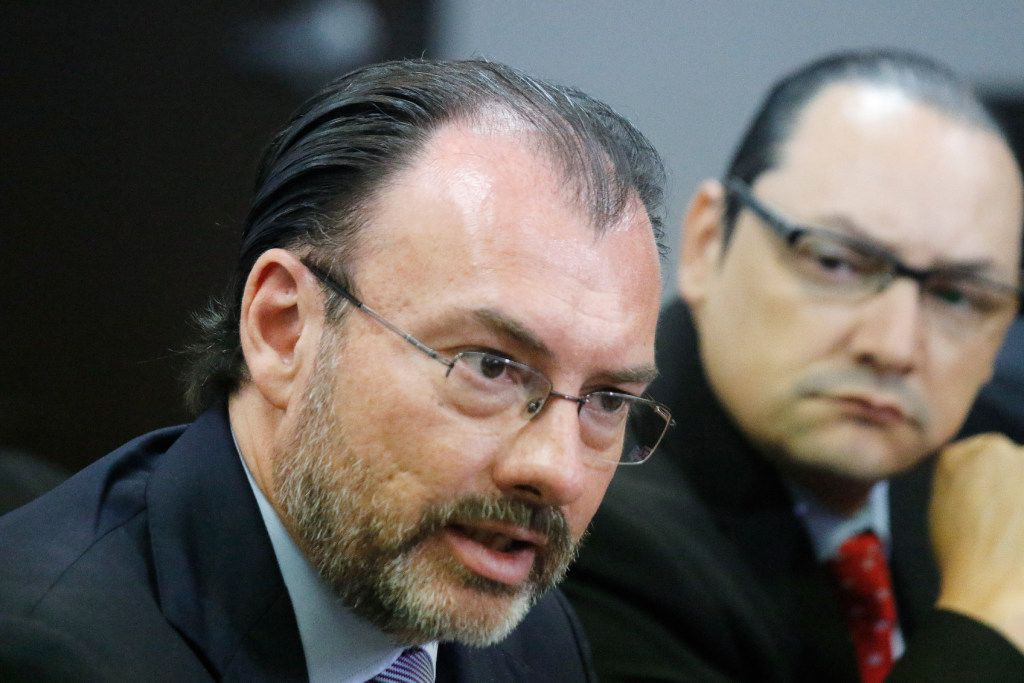 """Mexican Foreign Minister Luis Videgaray and Mexican Consul General Francisco de la Torre address the media in Dallas on the """"sanctuary cities"""" law."""