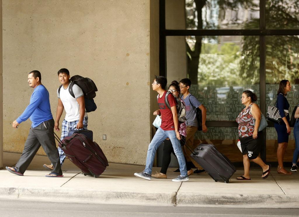Dallas recibió a miles de refugiados del huracán Harvey en Houston.