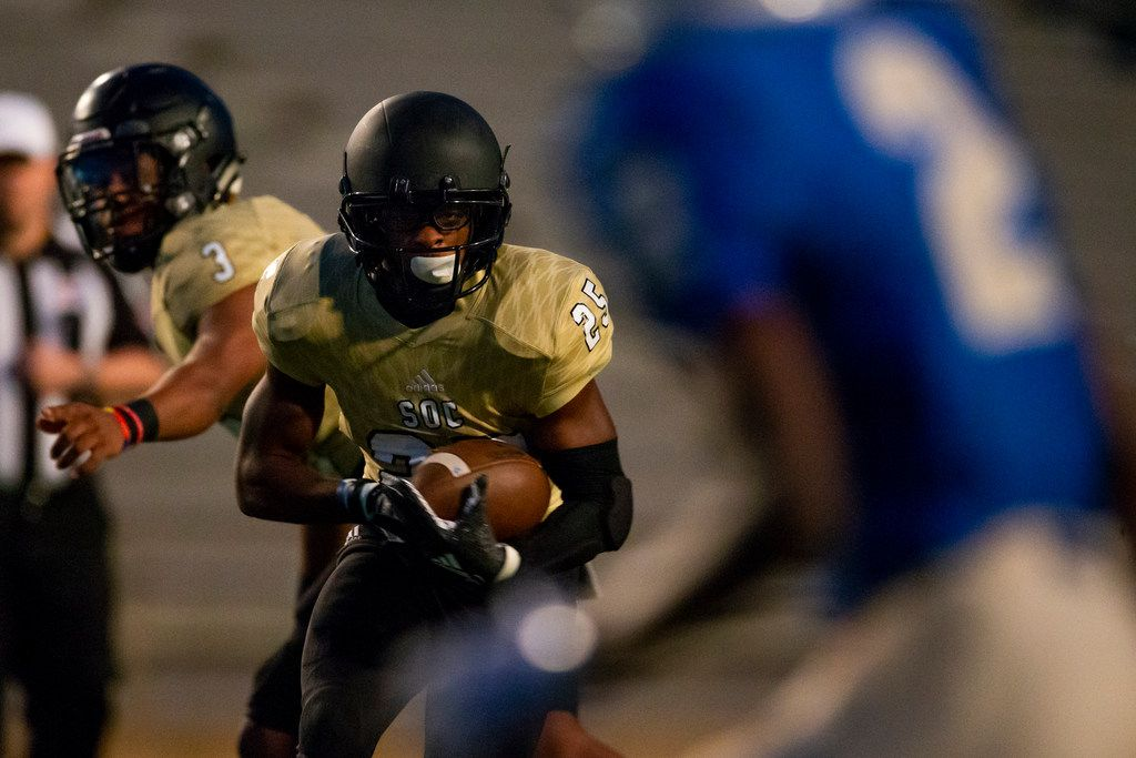 South Oak Cliff running back Camren Davis (25) carries the ball in the first half of a football game between South Oak Cliff and Conrad at Couch Field in Addison, Texas on Thursday, October 11, 2018. (Shaban Athuman/The Dallas Morning News)