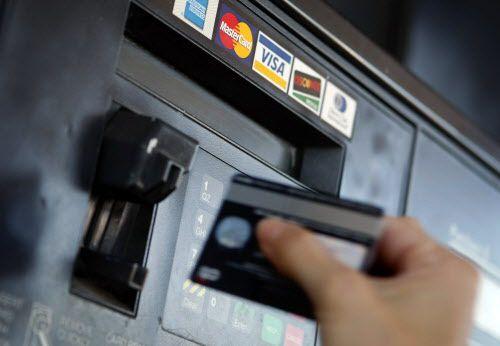Arrestan a sospechoso que obtuvo información de tarjetas de crédito en las gasolineras para luego comprar diesel.