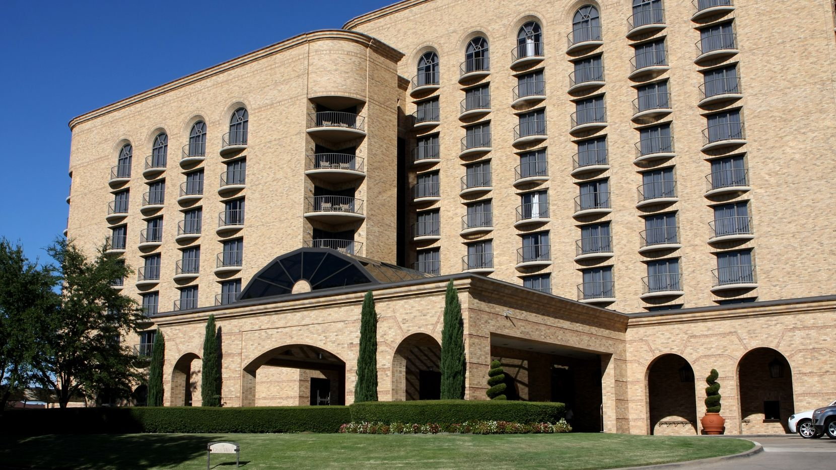 An affiliate of Manhattan-based Extell Development  bought the Four Seasons Resort and Club Dallas at Las Colinas.