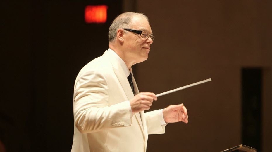 Jeff Tyzik conducts the Dallas Symphony Orchestra.