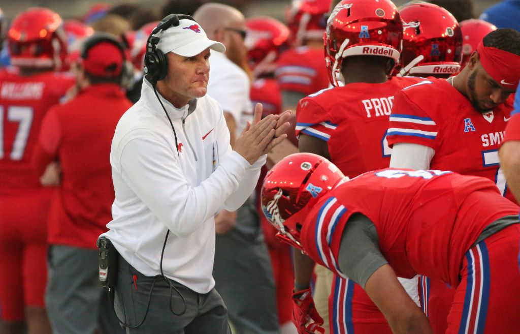 SMU head coach Chad Morris tries to rally his team against Navy during the second half of an NCAA college football game at Ford Stadium in Dallas on Saturday, Nov. 26, 2016. (Louis DeLuca/The Dallas Morning News via AP)