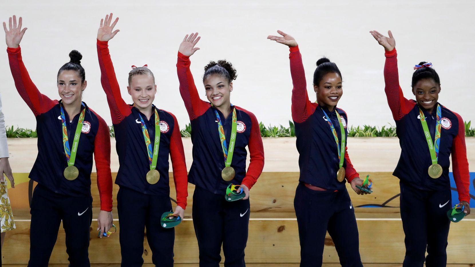 Simone Biles, Gabrielle Douglas, Lauren Hernandez, Madison Kocian yAly Raisman (AP Photo/Rebecca Blackwell)