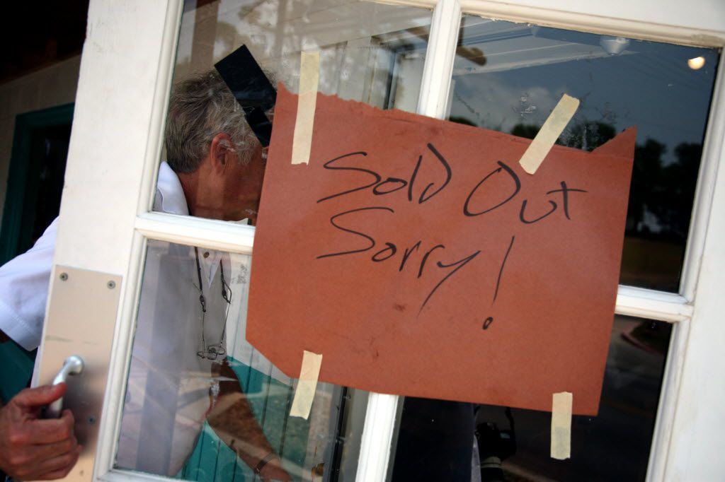 """The appearance of the """"sold out"""" sign on the door at Franklin Barbecue doesn't discourage everyone from entering just to make sure in Austin, Texas Wednesday May 11, 2011.  (Guy Reynolds/The Dallas Morning News) 06092011xNEWS"""