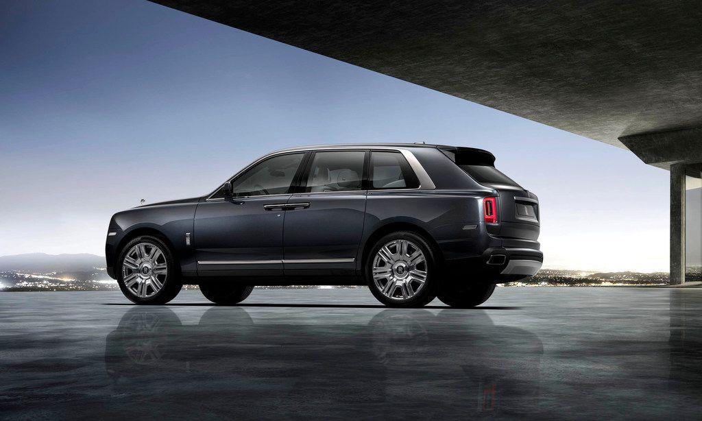 The Rolls-Royce Cullinan shown in Tungsten Grey