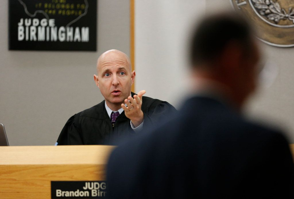 Judge Brandon Birmingham talks to the defense team during the sentencing phase of Roy Oliver's trial. (Rose Baca/Staff Photographer)