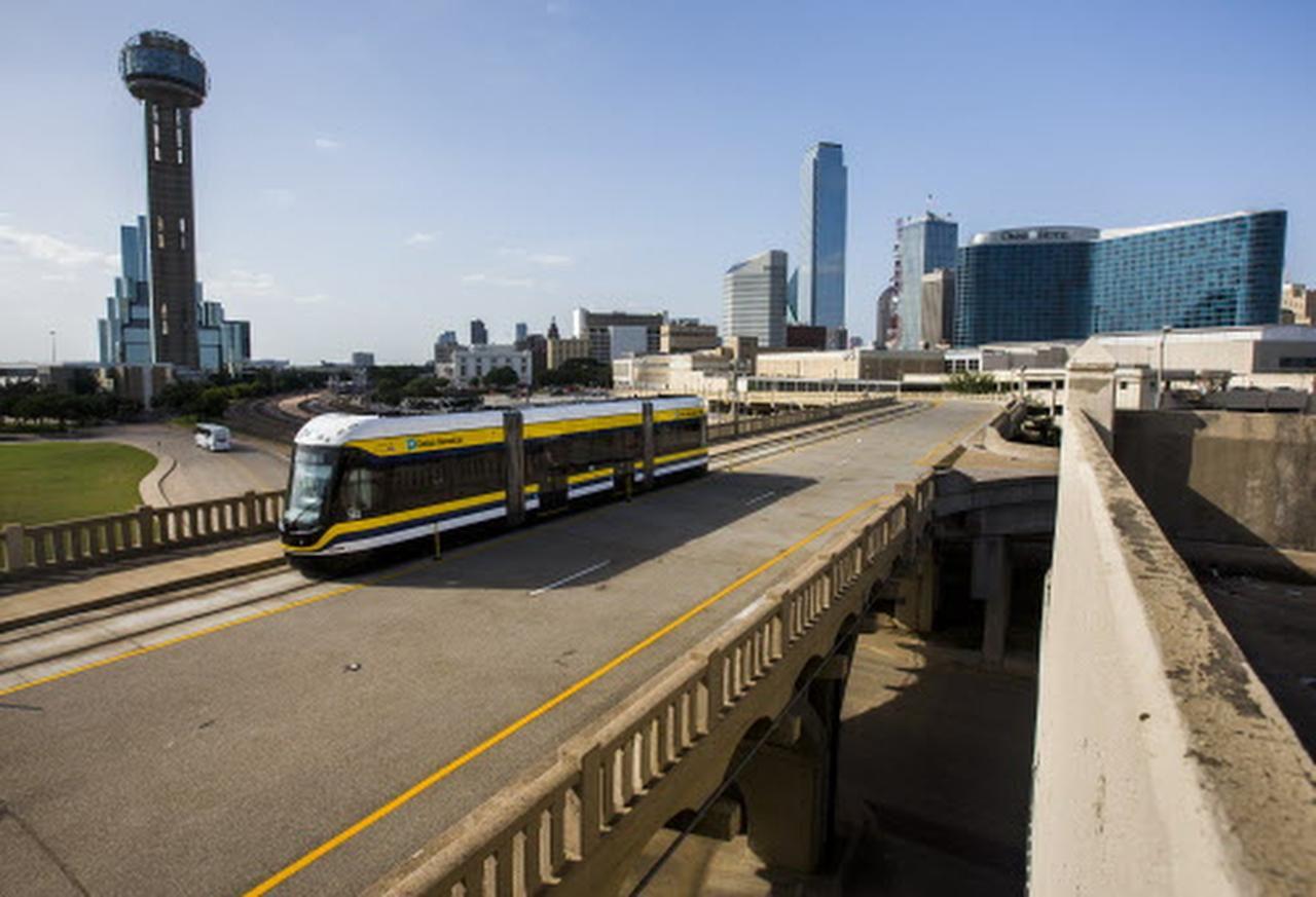 El tranvía tendrá nuevas estaciones en funcionamiento en Oak Cliff a partir de este fin de semana. | ASHLEY LANDIS/DMN