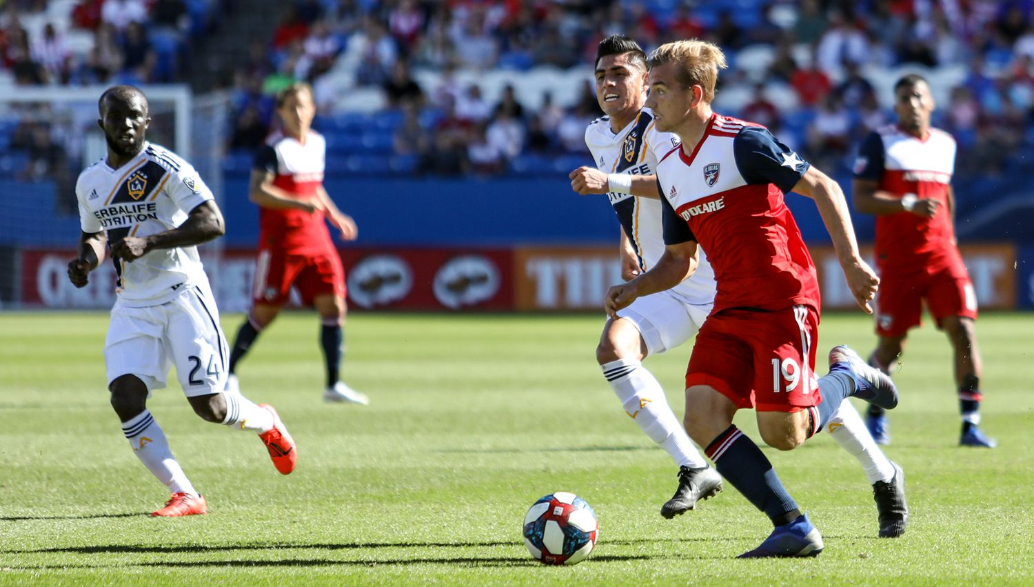 Paxton Pomykal, wearing the #19 for FC Dallas, stood out against the LA Galaxy with a remarkable performance.