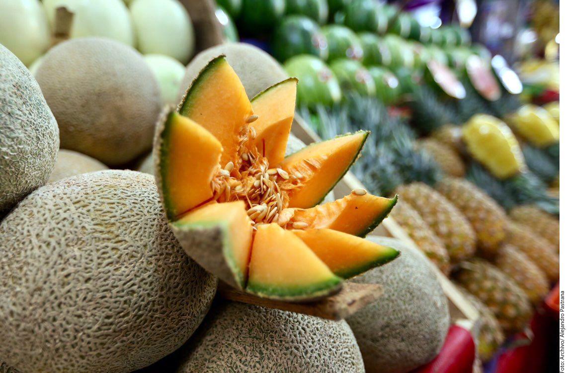 El melón es una verdadera mina de vitamina C: 300 gramos contienen el 75 por ciento de la ingesta diaria recomendada para un adulto promedio. También tiene potasio, que ayuda a la salud muscular. (AGENCIA REFORMA)