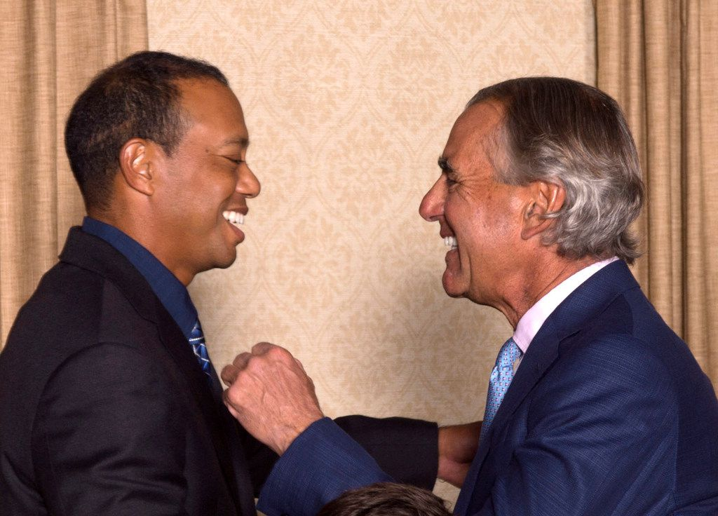 Tiger Woods greeted PGA of America CEO Seth Waugh during the champion's dinner for the 101st PGA Championship at the Bethpage Black course May 14 in Farmingdale, N.Y.