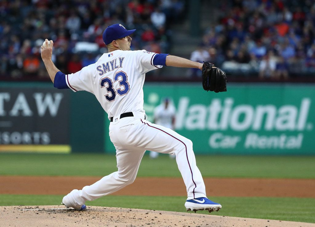 ARLINGTON, TEXAS - APRIL 19:  Drew Smyly #33 of the Texas Rangers throws against the Houston Astros in the second inning at Globe Life Park in Arlington on April 19, 2019 in Arlington, Texas. (Photo by Ronald Martinez/Getty Images)