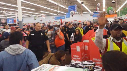 Varias tiendas abrieron el jueves de Thanksgiving, otras lo harán en Black Friday. (Cortesía de Joseph Solis)