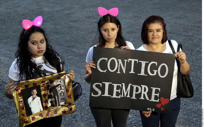 Elizabeth Chong, presidenta del club Luis Miguel con Amor, fue quien convocó al mitin, al que asistieron integrantes de otros clubes, como Incondicionalmente Cómplices y Las Únicas. /AGENCIA REFORMA