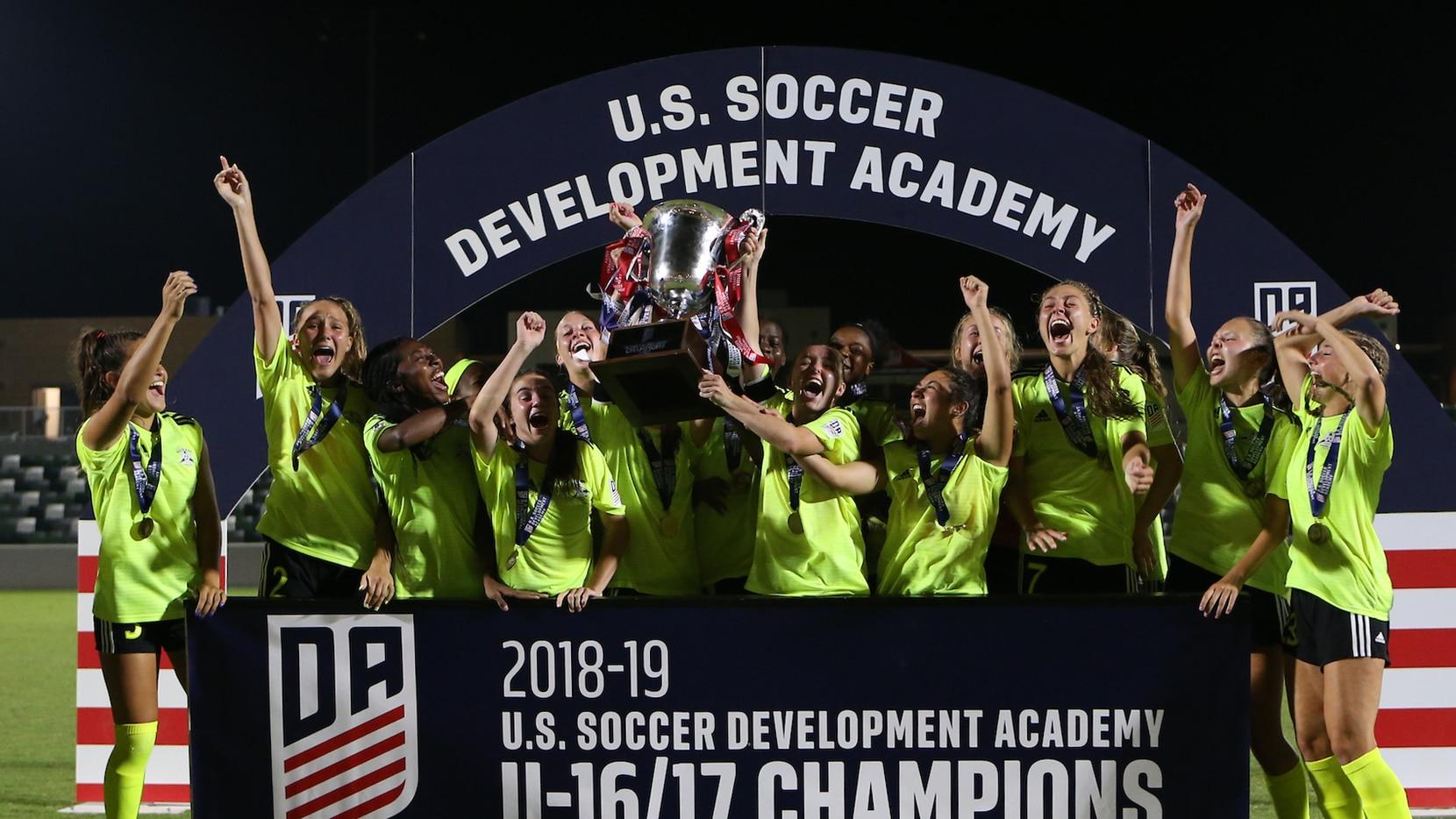 Solar SC celebrate after winning the U-16/17 girls national championship