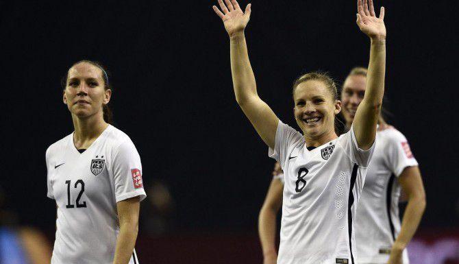 Lauren Holiday (izq.) y Amy Rodríguez festejan el triunfo de Estados Unidos 2-0 sobre Alemania en la semifinal del Mundial Femenino. (AFP/GETTY IMAGES/FRANCK FIFE)