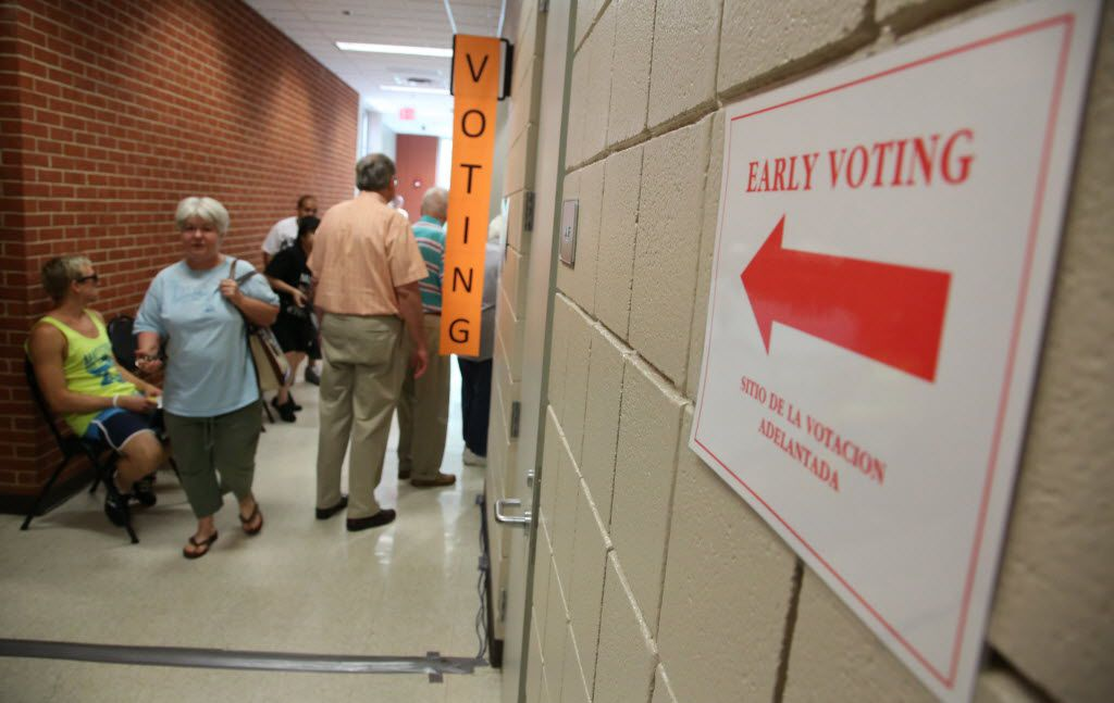 Early voting at Lake Highlands North Recreation Center in Dallas October 22.