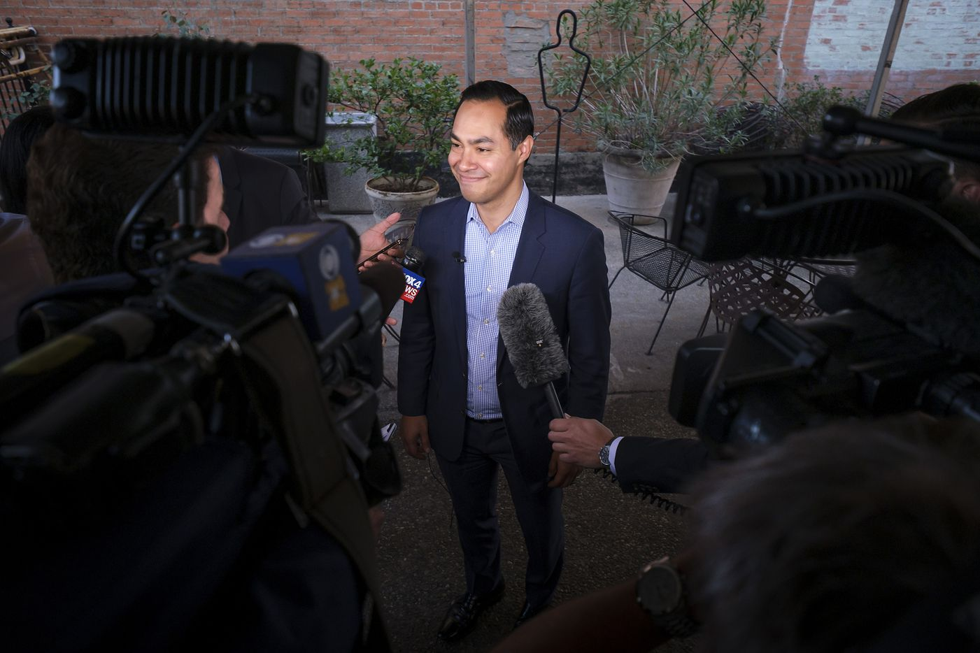 Presidential candidate Julian Castro addresses reporters before a campaign event at St. Pete's Dancing Marlin in Deep Ellum on Tuesday, March 19, 2019, in Dallas. The former San Antonio Mayor met with Democrats  in Dallas on Tuesday after campaigning for the Democratic Party nomination in New Hampshire on Monday. (Smiley N. Pool/The Dallas Morning News)