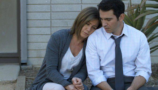 """Jennifer Aniston (izq.) y Chris Messina lidian con el dolor y la pérdia en """"Cake"""". (AP/FOTOS: CINELOU FILMS)"""