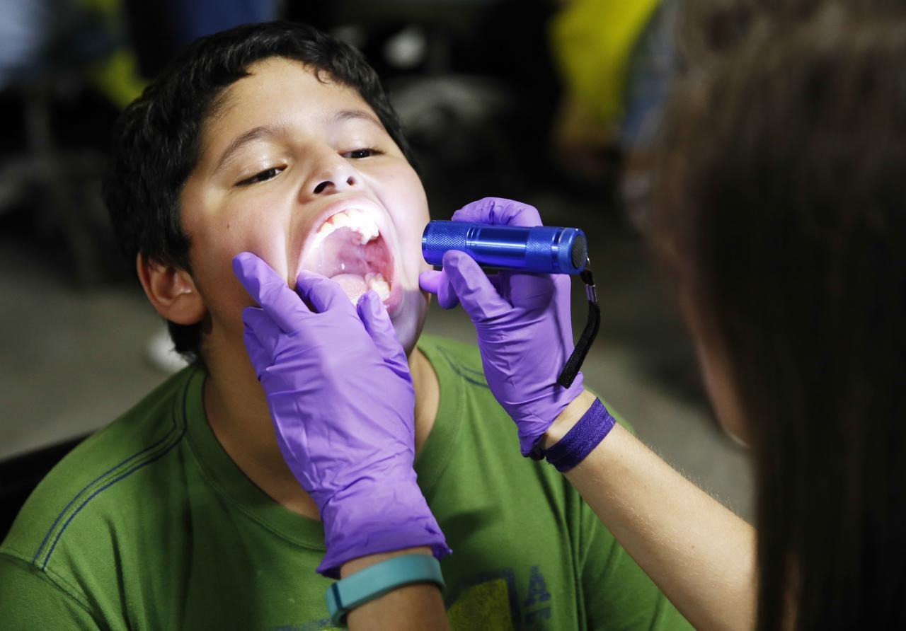 Muchas de estas ferias ofrecen exámenes dentales gratuitos.
