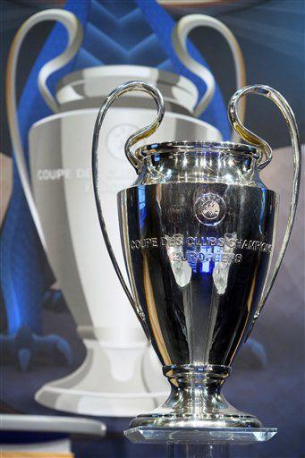 El trofeo para el campeón. Foto AP