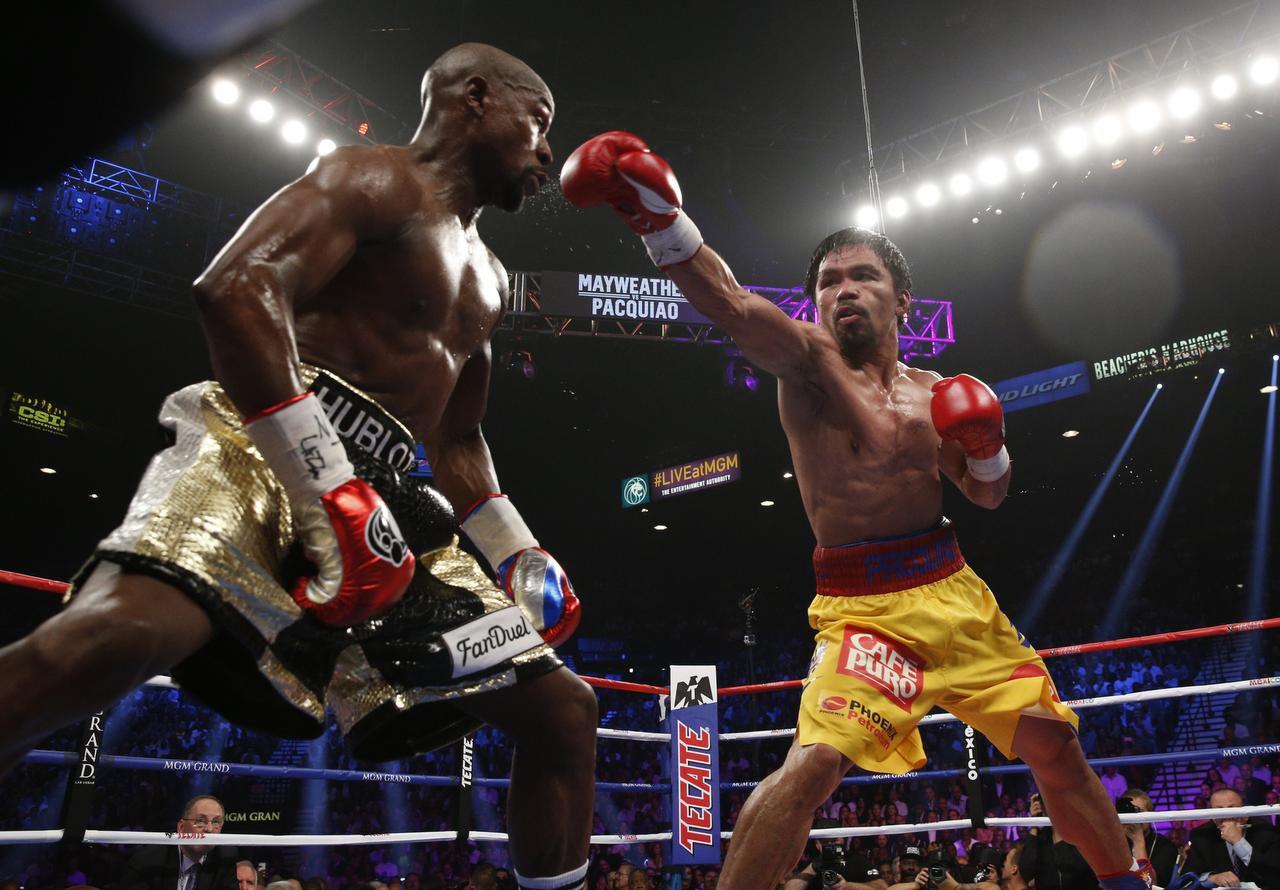 Manny Pacquiao (der.) se enfrentará a Bradley el 9 de abril. (AFP/GETTY IMAGES/JOHN GURZINSKI)