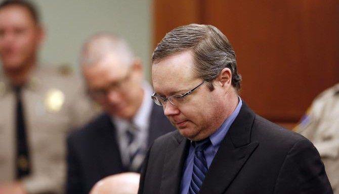 El ex juez de paz del condado de Kaufman Eric Wiliams (der.) fue sentenciado a muerte el miércoles por los asesinatos del fiscal Mike McLelland y su esposa Cynthia. (AP/Andy Jacobsohn)