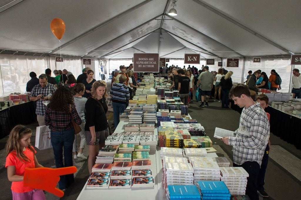Festival goers look at books inside the Barnes and Noble tent during the Texas Book Festival 2016, on Nov. 5, 2016.