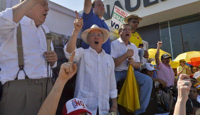 El expresidente Alvaro Uribe Velez durante una manifestación en contra del tratado de paz en Cartagena. (FP/GETTY IMAGES)