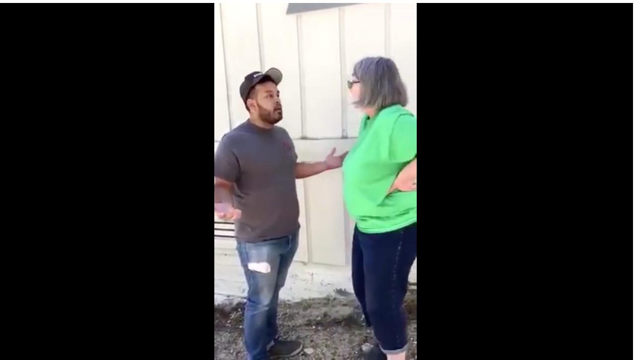 Esteban Guzman fue atacado por ser mexicano por una mujer, mientras trabajaba. /FOTO TOMADA DE VIDEO EN FACEBOOK