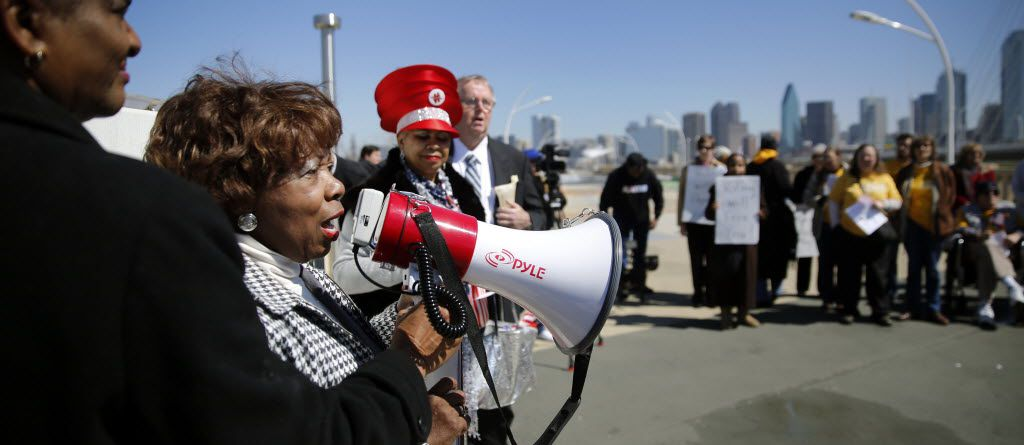 Former Dallas NAACP president Juanita Wallace (left) speaks to marchers on the Continental Avenue Bridge in March 2015. The group led the March for the Right to Vote to commemorate the 50th anniversary of Bloody Sunday in Selma, Ala.