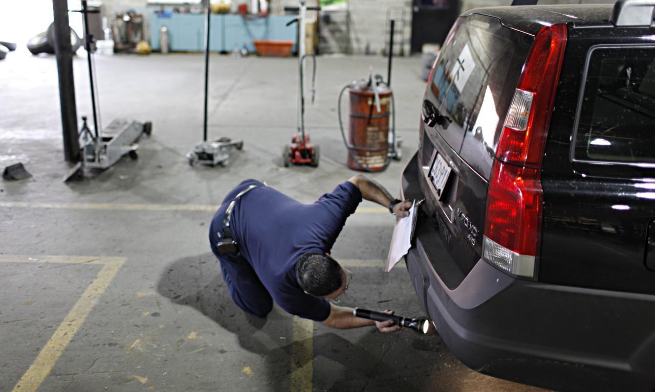 Para calificar para el programa de reemplazo de vehículos es necesario que su auto tenga más de 10 años o que no pase la inspección estatal de contaminantes. (DMN/G.J. McCARTHY)
