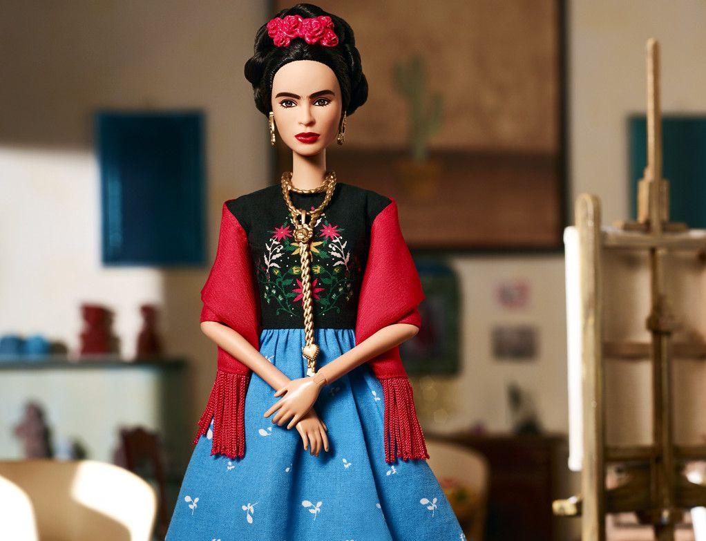 Esta semana, la compañía de juguetes Mattel anunció el lanzamiento de una serie de muñecas para rendir homenaje a mujeres destacadas alrededor del mundo. Entre ellas aparece la mexicana Frida Kahlo./ AGENCIA REFORMA