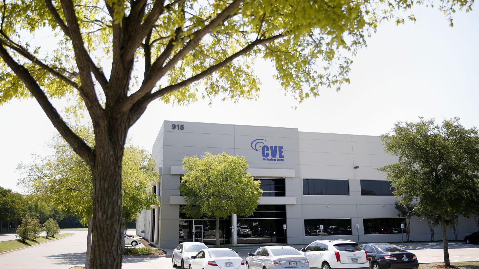 Un operativo de autoridades migratorias en la empresa CVE Technology arrestó a 283 personas que estaban trabajando en Estados Unidos sin estancia legal. (DMN/ANDY JACOBSOHN)