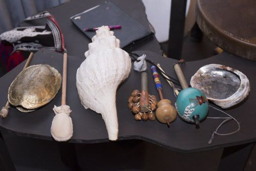 Algunos de los instrumentos que se usan durante la obra. (Rex C. Curry/Special Contributor)