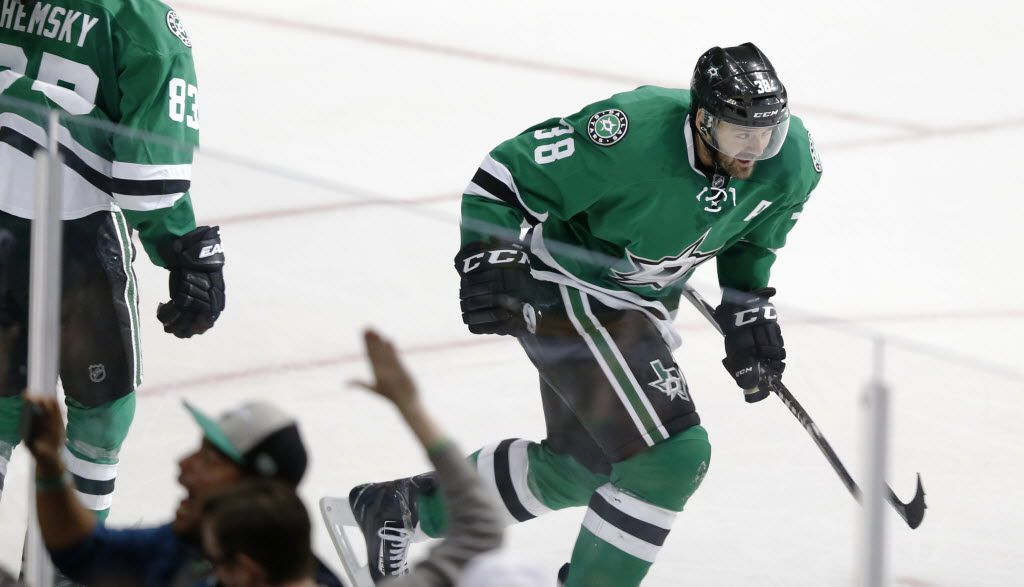 Dallas Stars center Vernon Fiddler (38) celebrates the tie goal late in the third period of play at American Airlines Center in Dallas on Monday, February 29, 2016. (Vernon Bryant/The Dallas Morning News)