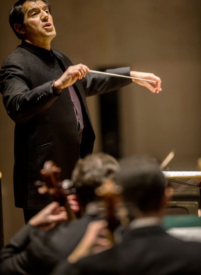 """Miguel Harth-Bedoya conducts the Dallas Symphony Orchestra in Copland's """"Appalachian Spring"""" Suite"""" at Meyerson Symphony Center in Dallas on Nov. 1, 2018. Harth-Bedoya filled in for guest conductor David Zinman. (Carly Geraci/The Dallas Morning News)"""