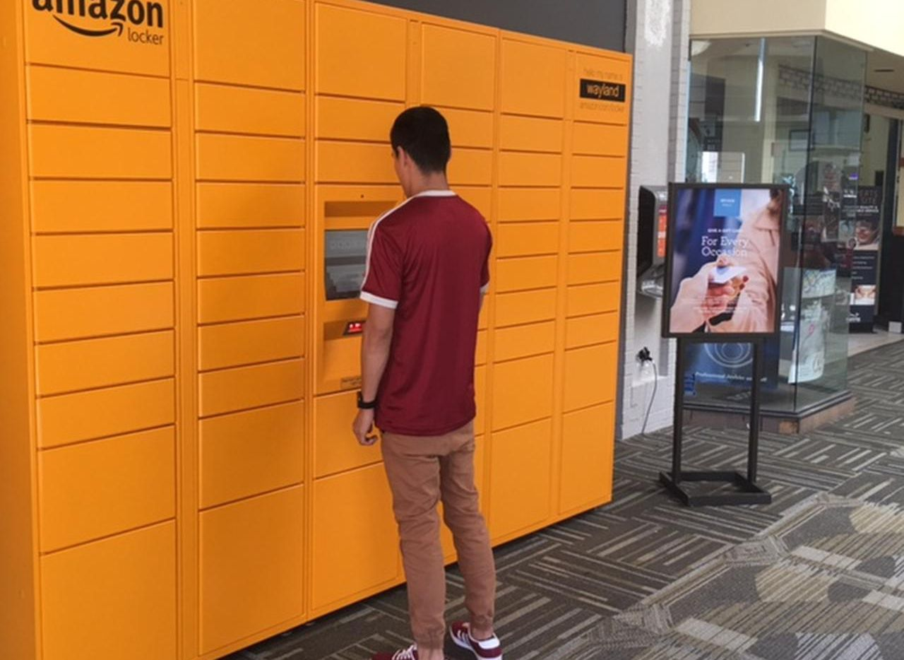 Amazon instaló sus lockers en el mall de Irving (IRVING MALL/CORTESÍA)