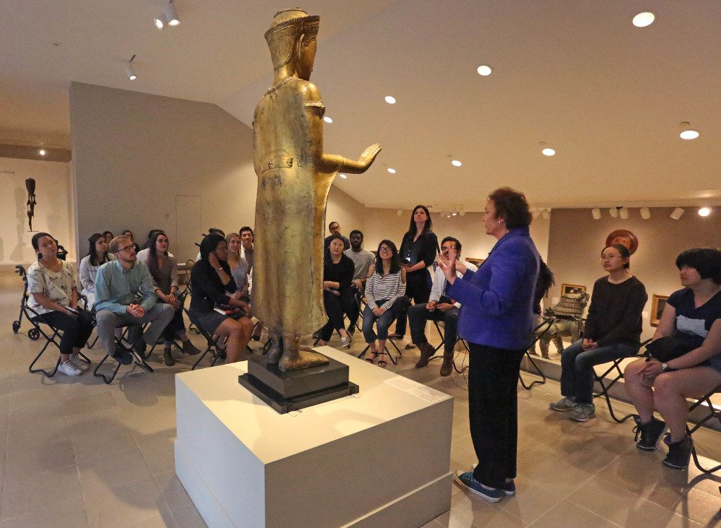 Bonnie Pitman talks with UT Southwestern Medical School students about items at the Dallas Museum of Art.