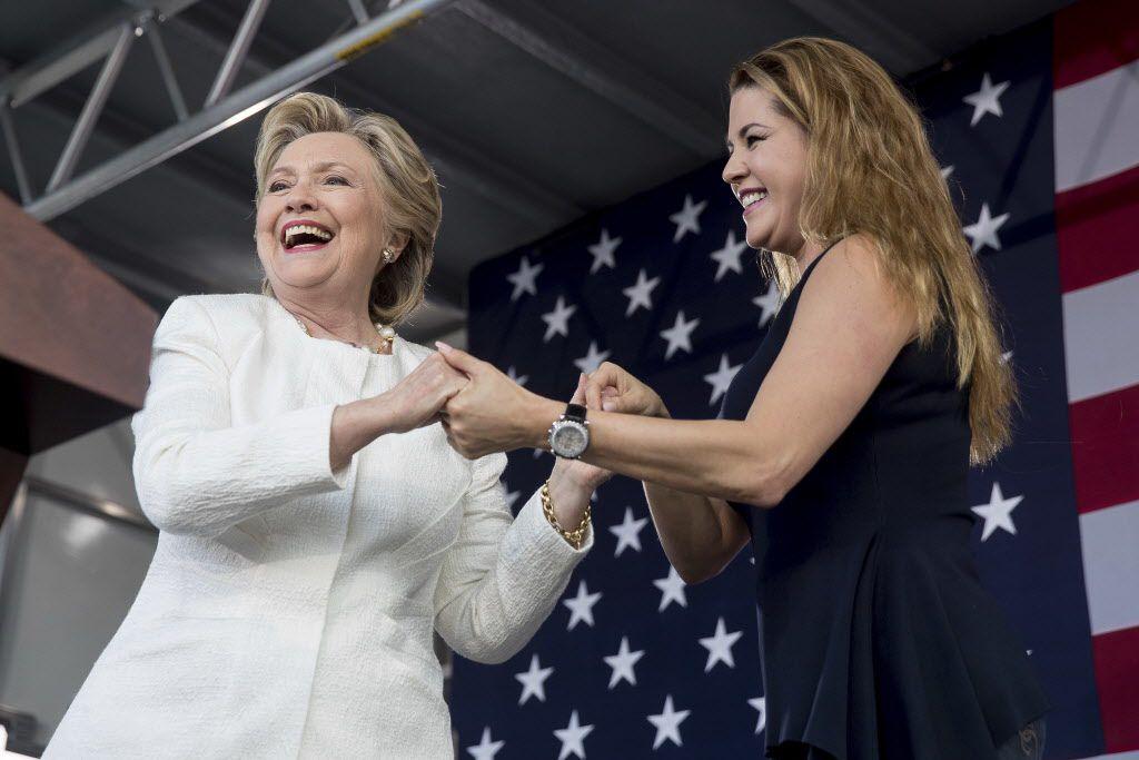 Hillary Clinton estuvo acompañada de la actriz Alicia Machado en eventos de campaña en el  Pasco-Hernando State College en Dade City, Florida. AP