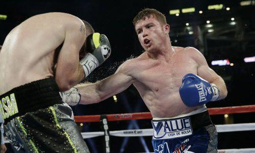 """El boxeador mexicano Saúl """"Canelo"""" Álvarez vs. Liam Smith en Arlington en 2016. Foto AP"""