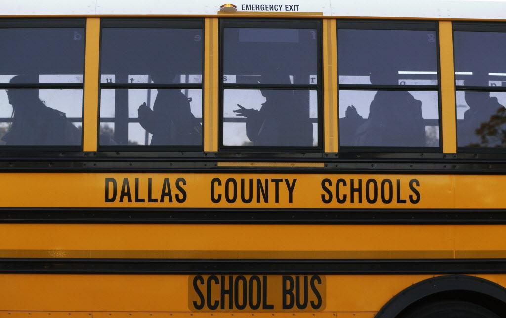 Transportar a los estudiantes del distrito de Dallas va a ser más costoso de lo anticipado.s) (DMN/NATHAN HUNSINGER)