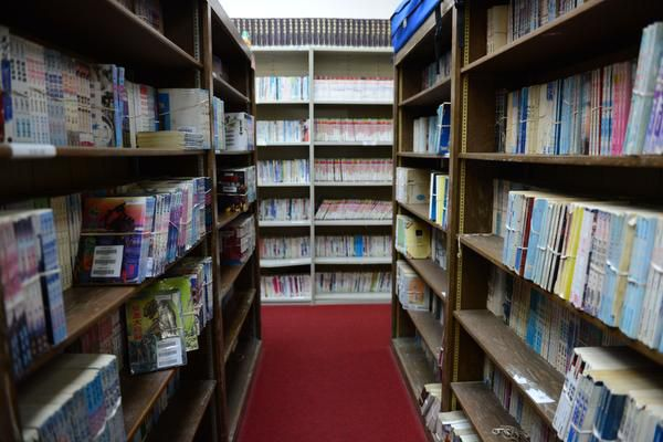 The library at the Dallas Chinese Community Center in Richardson has about 20,000 traditional Chinese book from Taiwan.