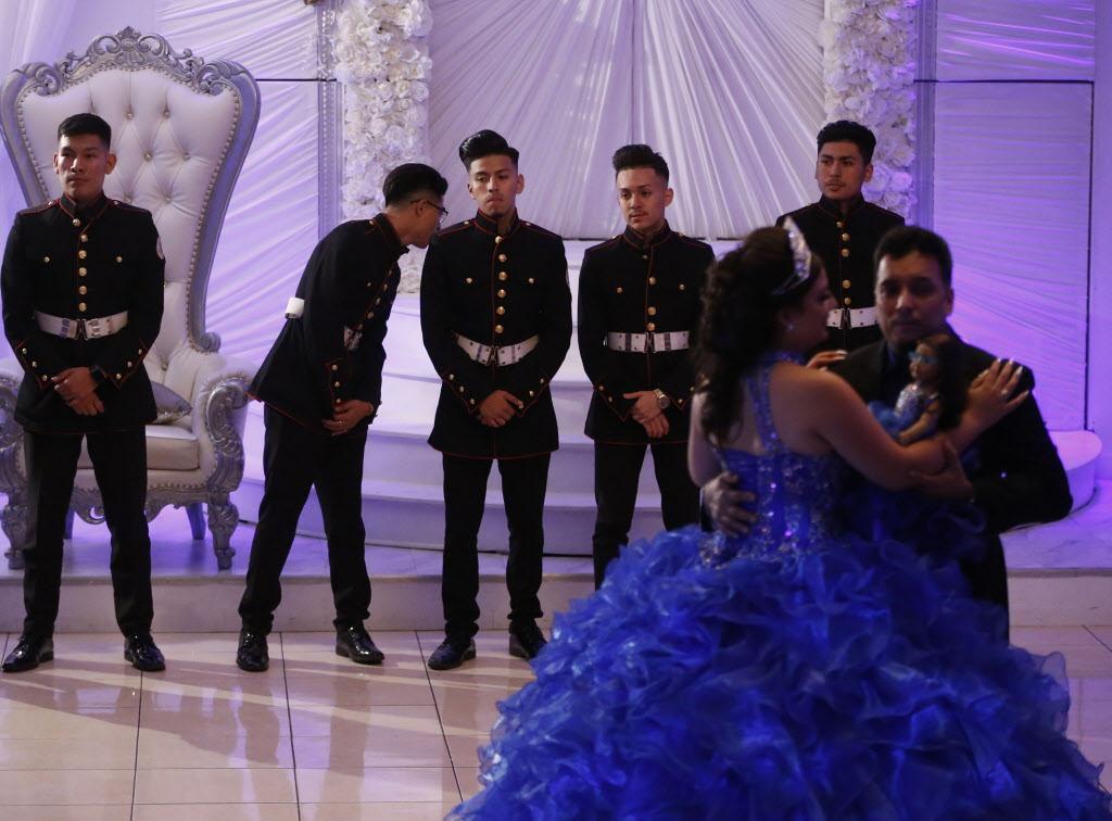 Latin Boyz Cadets son especialmente contratados para las quinceañeras en el Norte de Texas. NATHAN HUNSINGER/DMN