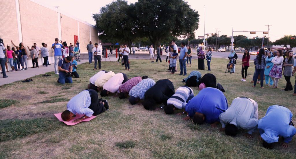 A group of Muslims prayed toward the end of the #IStandWithAhmed rally at MacArthur High School in Irving last September. Ahmed Mohamed, a student, was suspended after he brought a homemade clock to the school. (Ron Baselice/Staff Photographer)